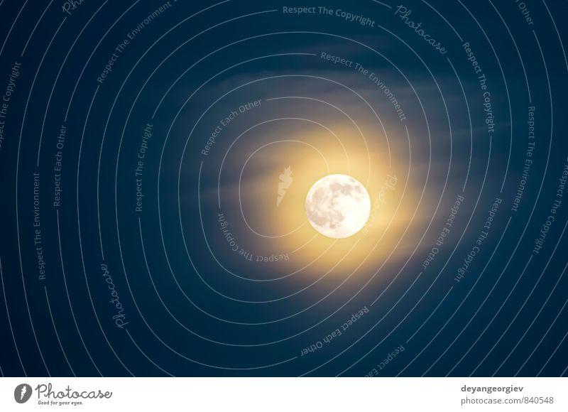 Mond auf dem Hintergrund des blauen Himmels Halloween Natur Wolken dunkel hell gelb schwarz Farbe geheimnisvoll satt Mondschein Raum Licht glühend Astronomie