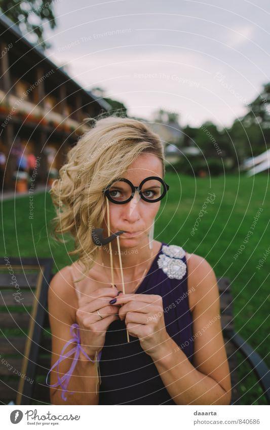 Natur Jugendliche schön Erholung Junge Frau Freude Wärme Leben feminin Stil Glück Denken Feste & Feiern Garten träumen Freizeit & Hobby