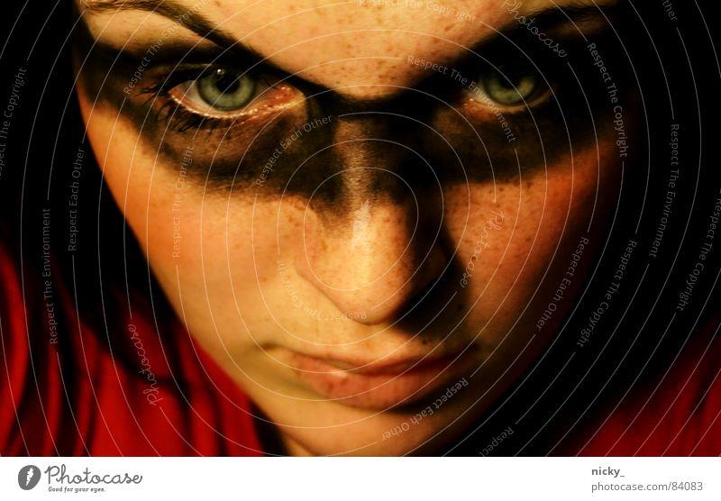 leeres püppchen Frau blau Gesicht schwarz Auge grau Denken Kunst Nase streichen Statue Handwerk böse brechen Sommersprossen Krimineller