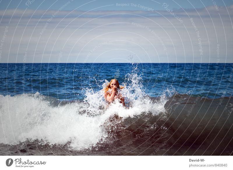 Vom Ozean verschluckt Mensch Ferien & Urlaub & Reisen Jugendliche Wasser Meer Junge Frau Freude Strand 18-30 Jahre Erwachsene Leben feminin Küste Schwimmen & Baden Angst Wellen