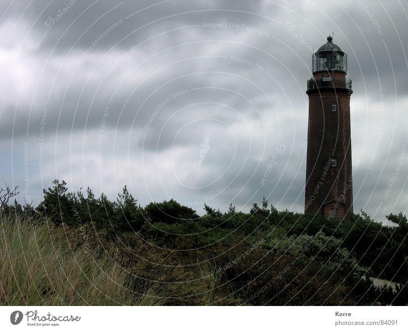 Die Ruhe vor... Himmel Strand Wolken grau Gebäude Küste Architektur Deutschland Wind Europa bedrohlich Unwetter Schifffahrt Wahrzeichen Leuchtturm Ostsee