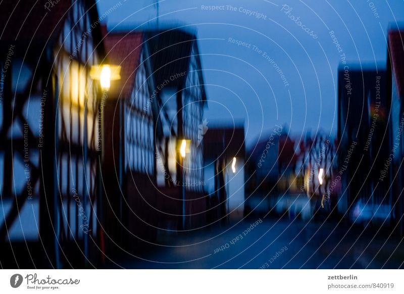 Dorf wallroth Abend dunkel Nacht Feierabend Straße Dorfstraße Laterne Straßenbeleuchtung Licht Beleuchtung Haus Fachwerkfassade Fachwerkhaus Mittelalter