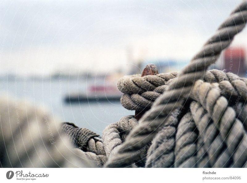 holt den Anker ein! See Seemann Hafencity Schiffstagebuch Wasserfahrzeug Meer Segelschiff Luv Schiffsbug Rostock Liegeplatz Schifffahrt Matrosenlied Seil