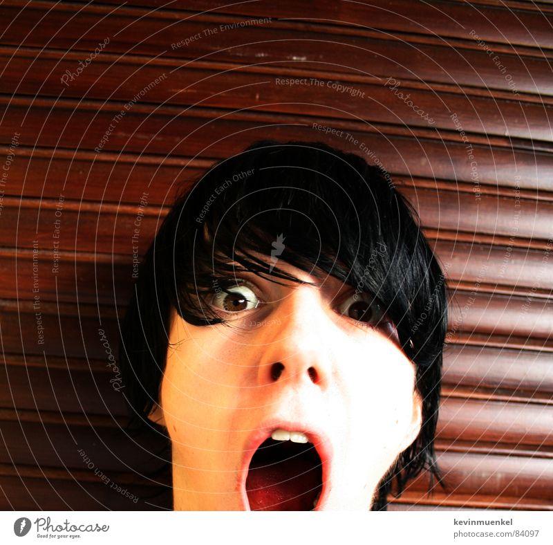 ES KOMMT... schreien erstaunt schwarz Freak gekrümmt Holz lackiert braun laut Gelächter Blick Glubschauge Schreihals Ausruf staunen Angst Panik ich afr3ak