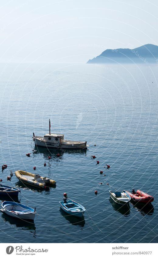 Parkplatz Himmel Ferien & Urlaub & Reisen blau Sommer Meer Landschaft Küste Wasserfahrzeug Felsen Wellen Schönes Wetter Italien Bucht Wolkenloser Himmel