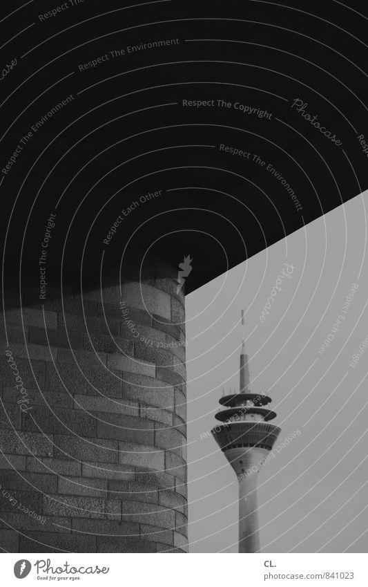rheinturm Düsseldorf Stadt Menschenleer Brücke Turm Bauwerk Gebäude Architektur Mauer Wand Sehenswürdigkeit Rheinturm dunkel groß hoch trist Außenaufnahme