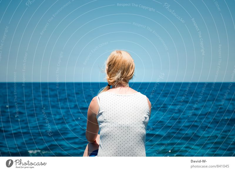 Das Mädchen und das Meer Mensch Frau Ferien & Urlaub & Reisen Jugendliche blau schön Wasser Meer Erholung Junge Frau ruhig Ferne Erwachsene Leben feminin Haare & Frisuren
