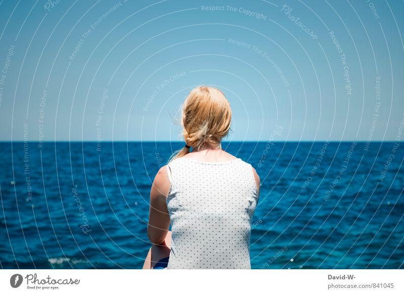 Das Mädchen und das Meer Mensch Frau Ferien & Urlaub & Reisen Jugendliche blau schön Wasser Erholung Junge Frau ruhig Ferne Erwachsene Leben feminin
