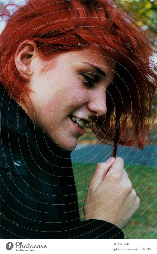 Rotschopf Frau Hand rot Freude Gesicht lachen Haare & Frisuren Finger Zähne rothaarig Haarsträhne