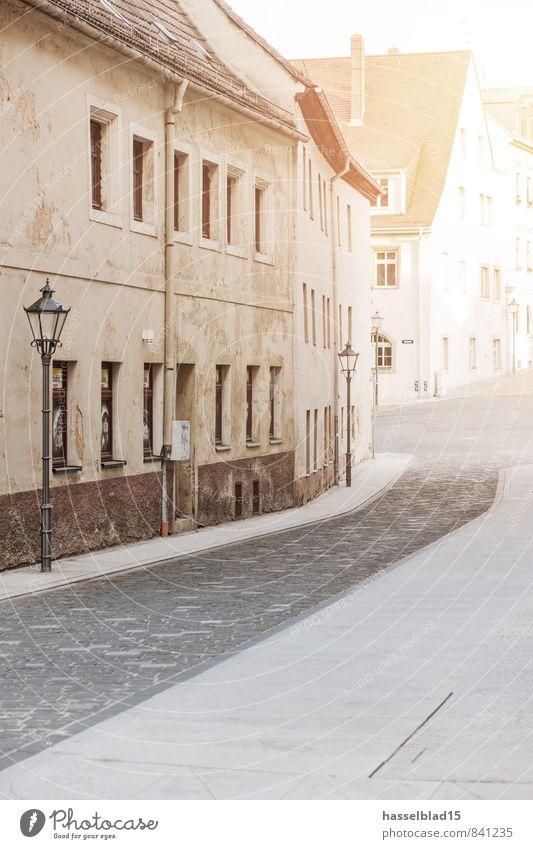street.view Stadt alt Haus Wand Straße Mauer Lifestyle Fassade Zufriedenheit Tourismus Häusliches Leben kaputt Straßenbeleuchtung Umzug (Wohnungswechsel)