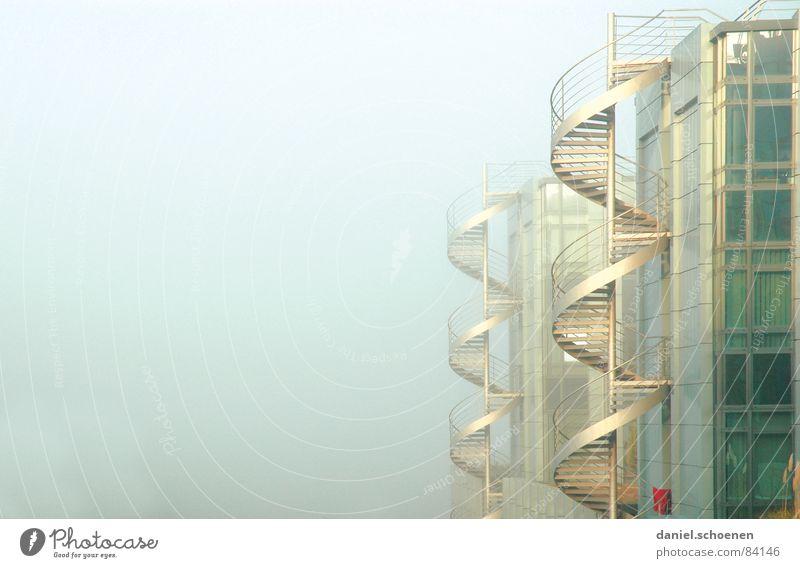 Wendeltreppen Fenster Gebäude Glas Fassade modern Treppe Industrie Baustelle Wissenschaften Fensterscheibe Spirale aufsteigen Gewerbe Hauptstelle Büroarbeit