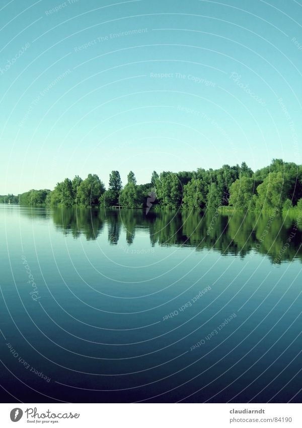 < grüner keil > Natur Wasser schön Himmel Baum grün Sommer ruhig Wald oben See Spiegel Idylle unten Glätte Oberfläche