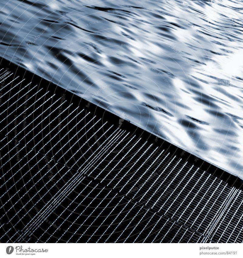 abfluss blitzen penibel Neckar untergehen Absturz Wellen Flüssigkeit nass feucht Steg Quadrat grau schwarz harmonisch ankern Stuttgart Abfluss Bach Elektrizität