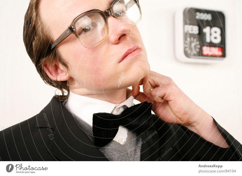 Warten Beamte Lehrer Stempeluhr Brille Uhr Anzug bewegungslos Hemd befangen Warteraum Nervosität Glas Hochschullehrer warten Arbeitsanzug Stechuhr unruhig Angst