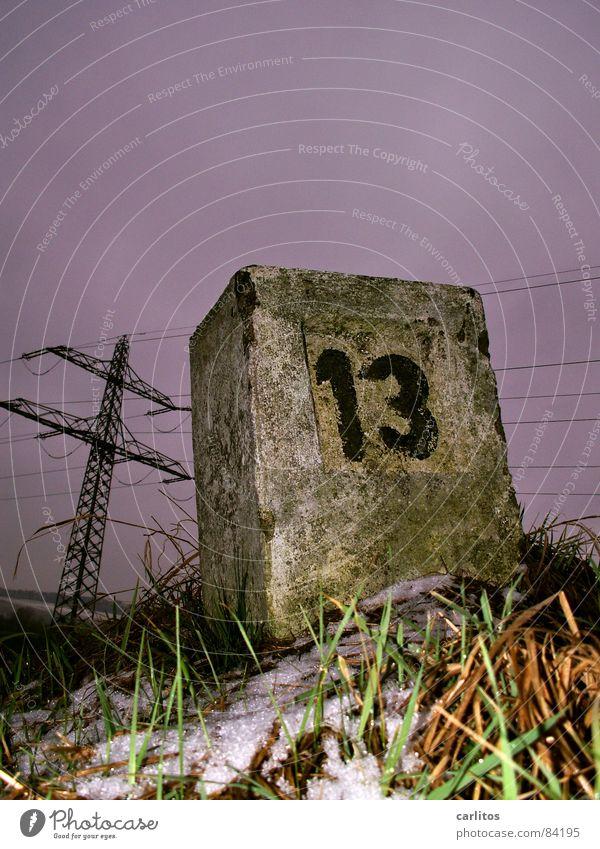 13 ... Pech im Spiel - Winter Schnee Spielen Gras Traurigkeit Schilder & Markierungen verrückt Elektrizität Ziffern & Zahlen Trauer Neigung Risiko Verzweiflung