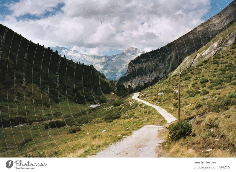 alpenland Natur grün ruhig Wolken Einsamkeit Ferne Straße Wiese oben Gras Berge u. Gebirge Wege & Pfade Landschaft wandern laufen hoch