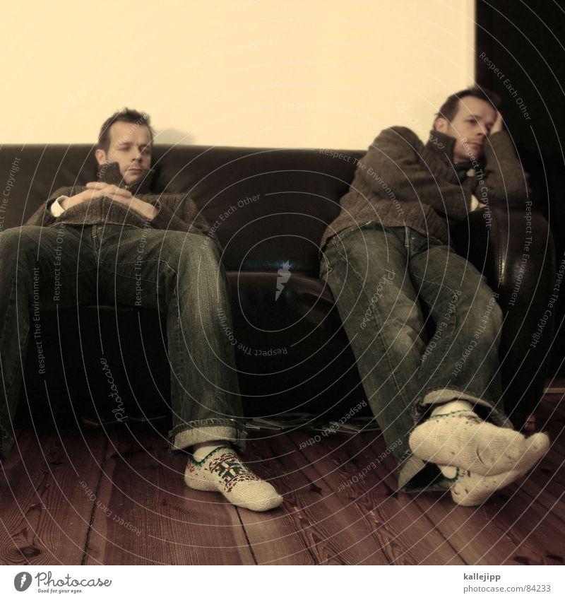 DSDS Fernsehen Zwilling schlafen ausschalten Strümpfe Hausschuhe Sofa Wohnung Feierabend Samstag Abend Nacht privat Selbstportrait Porträt Haushalt Doppelgänger