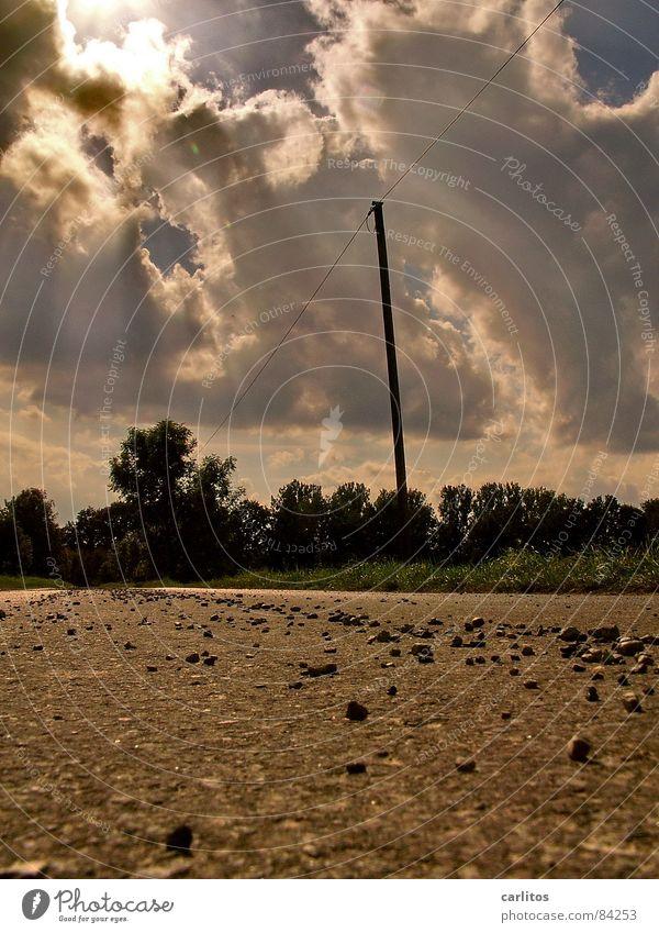 kaum lieg' ich hier und knipse ... Sommer Wolken Ferne Straße Gefühle Wege & Pfade gehen hell gefährlich bedrohlich Zeichen Asphalt Sonnenbad Bild Sturm