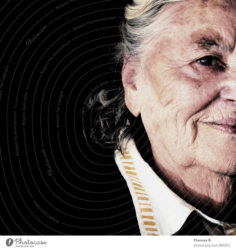 Pretty W_oma_n Freude schön Gesicht Leben Ruhestand Frau Erwachsene Großmutter Senior lachen Lebensfreude Lust Epoche Urgroßmutter Witwe Erinnerung attraktiv
