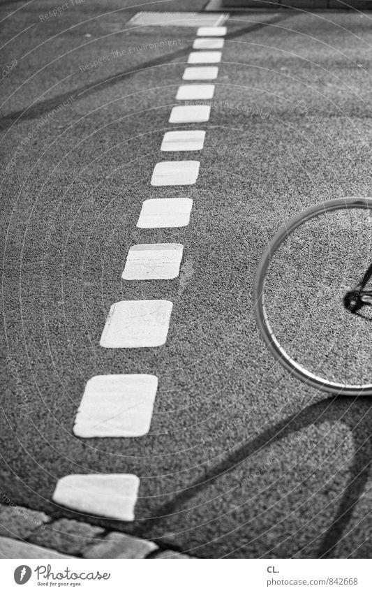 immer unterwegs und überall zu spät Straße Bewegung Wege & Pfade Sport Freizeit & Hobby Lifestyle Verkehr Fahrrad Fahrradfahren fahren Ziel sportlich Verkehrswege Mobilität unterwegs Reifen