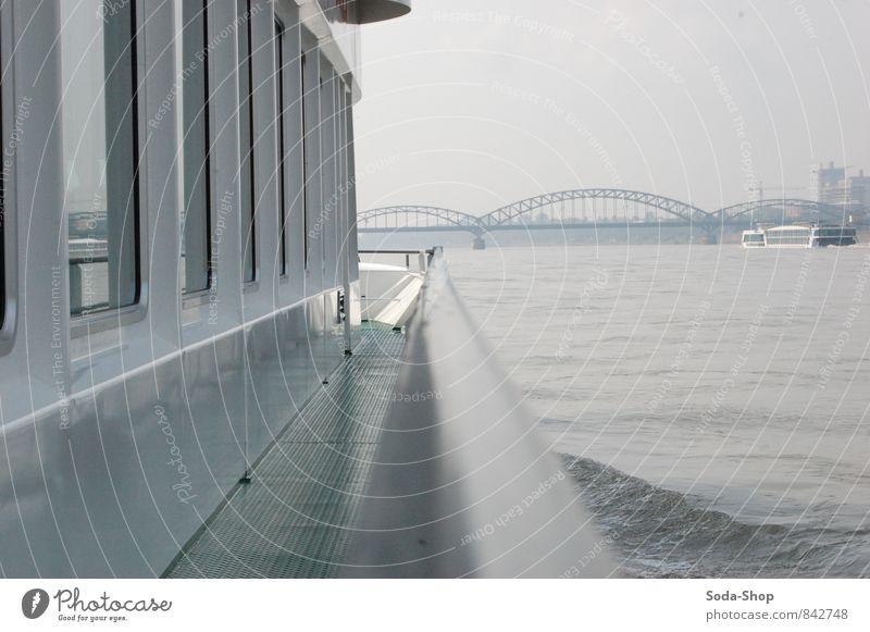 Auf dem Schiff Freizeit & Hobby Ferien & Urlaub & Reisen Tourismus Ausflug Freiheit Wasser Herbst Nebel Fluss Verkehrsmittel Verkehrswege Personenverkehr Brücke