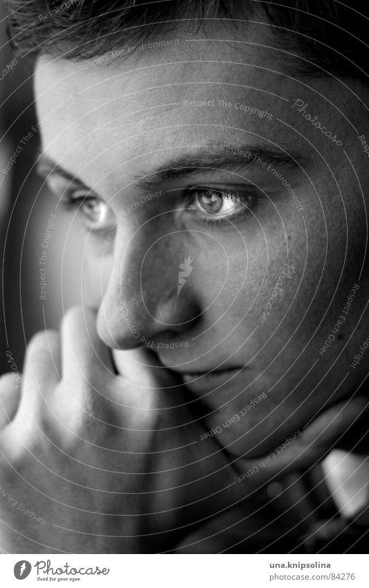 denkend Junger Mann Jugendliche Auge Hand Denken trist Perspektive Aussehen Momentaufnahme Schwarzweißfoto Porträt Blick Männerauge nachdenklich Männergesicht