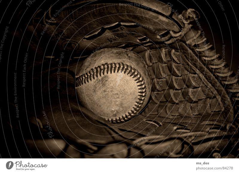 Baseball Baseballhandschuhe Handschuhe Amerika braun Ballsport Louisville-Slugger American Way of Life Louisville Slugger ancient glove Sepia brown Sport sports