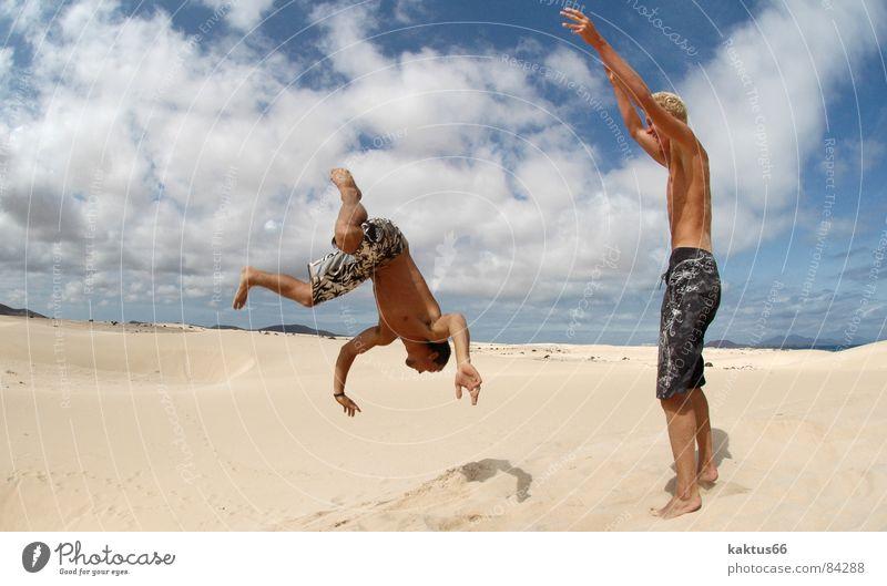 - Time to Fly - die Vier Himmel Ferien & Urlaub & Reisen Jugendliche Sonne Meer Freude Strand Sport fliegen braun Sand springen Luft Erde stehen Fröhlichkeit