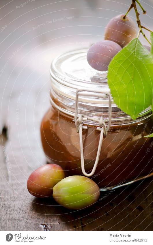 Pflaumenmus 1 Lebensmittel Frucht Marmelade Tisch saftig süß genießen selbstgemacht Einmachglas Marmeladenglas Holztisch Farbfoto Innenaufnahme Menschenleer Tag