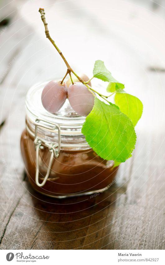 Pflaumenmus 2 Lebensmittel Frucht Marmelade Frühstück Tisch frisch lecker süß Marmeladenglas Einmachglas selbstgemacht Holztisch Zweig Farbfoto Innenaufnahme