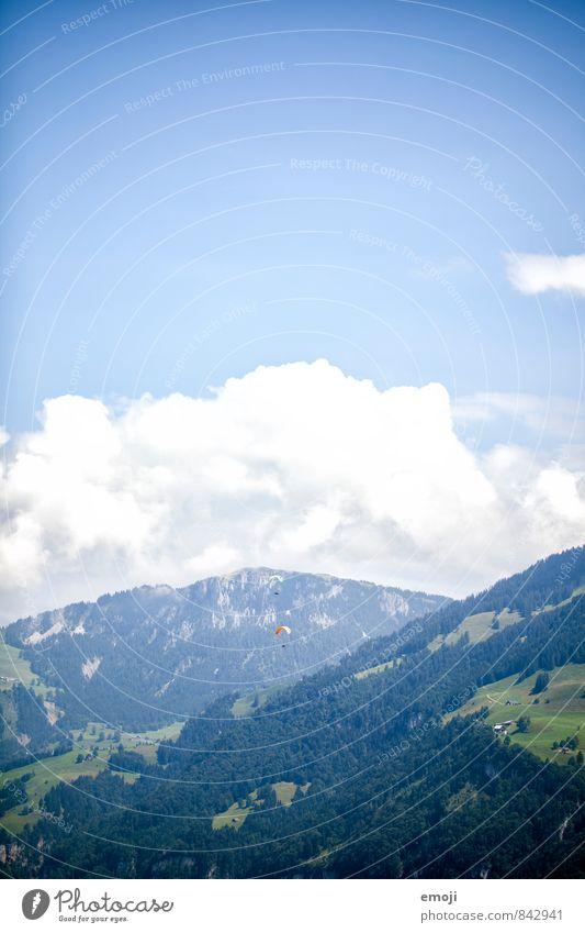 da hinten Umwelt Natur Himmel Schönes Wetter Alpen Berge u. Gebirge natürlich blau Gleitschirm Gleitschirmfliegen Freiheit Luft Farbfoto Außenaufnahme