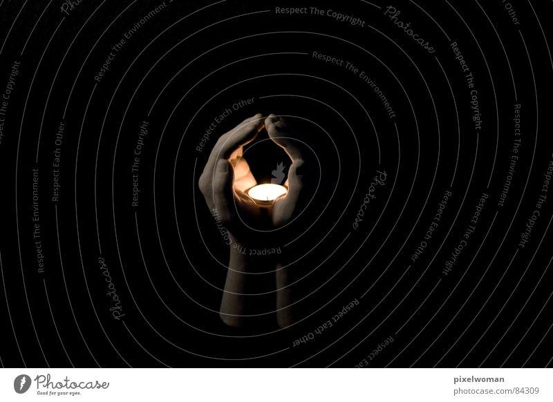 Halt das Licht Hand Dekoration & Verzierung schwarz Kerze Gebet ruhig Religion & Glaube manuell selbstgemacht beschaulich schweigen Frieden andächtig zur hand