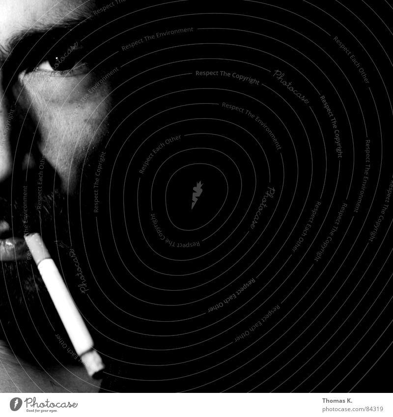 Smoking still kills Mann schwarz Gesicht Rauchen Tabakwaren Gesichtsausdruck Zigarette ungesund Lunge Krebs Gesichtsausschnitt Männergesicht Zigarettenstummel