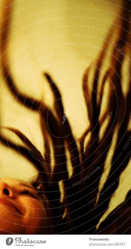 Krautsalat... verbreiten auf dem Kopf Rastalocken Wachstum Baum Frau stehen ausbreiten Wunder Märchen Physik erdig ökologisch Hippie Haare & Frisuren frisch