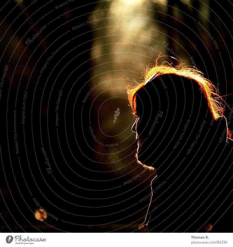 Gegenlicht Beleuchtung Wintersonne Licht Sonnenuntergang Frau Stimmung Silhouette rot Blende Lichtfleck Lichteinfall Atem Profil glänzend schimmern Abend schön