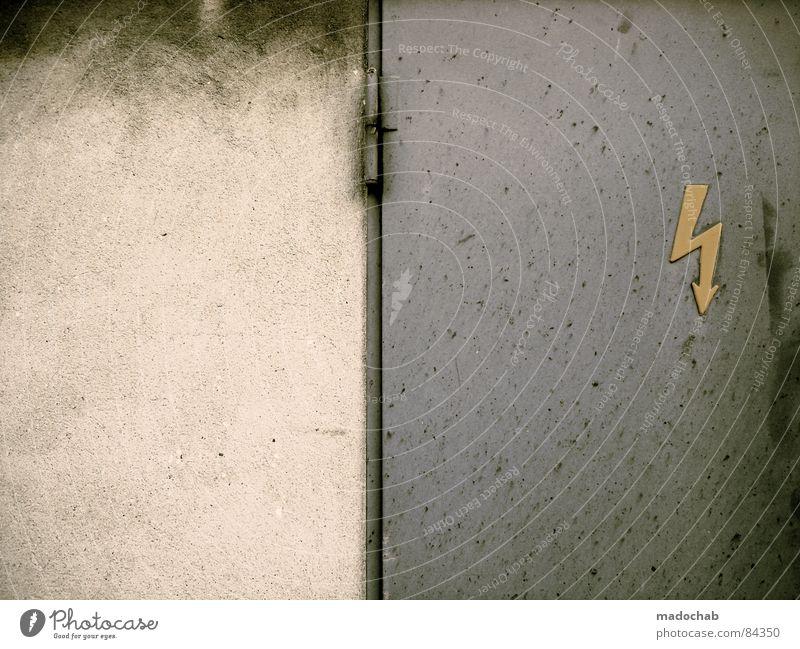 HEREINSPAZIERT alt Wand Mauer Metall dreckig Tür Hintergrundbild Schilder & Markierungen Energiewirtschaft Elektrizität gefährlich bedrohlich violett Blitze