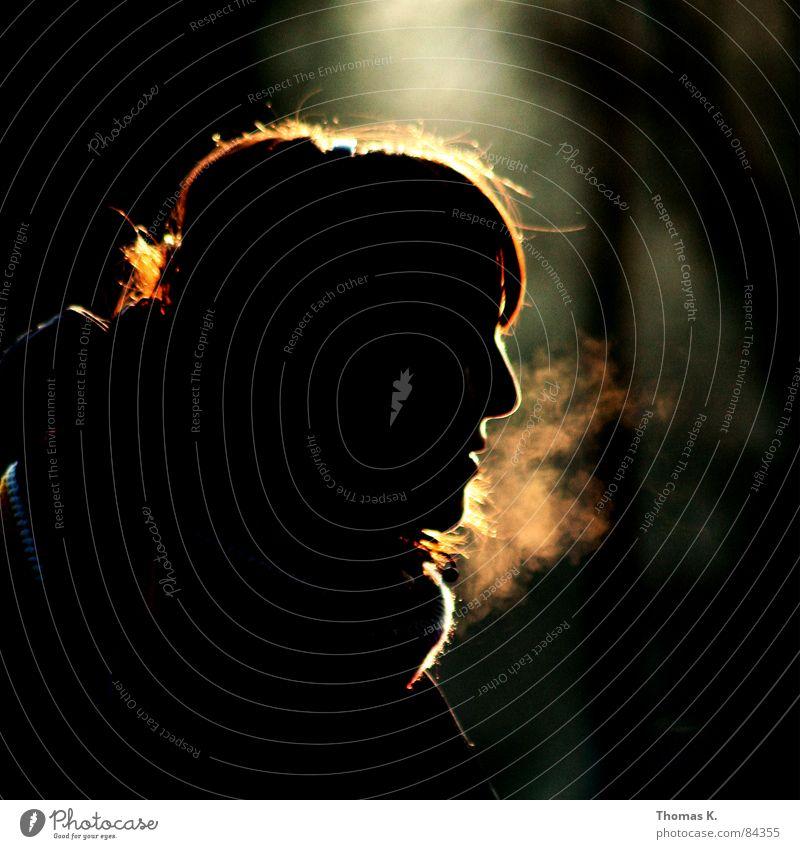 Immernoch Gegenlicht Beleuchtung Wintersonne Licht Sonnenuntergang Frau Stimmung Silhouette rot Blende Lichtfleck Lichteinfall Atem Profil glänzend schimmern