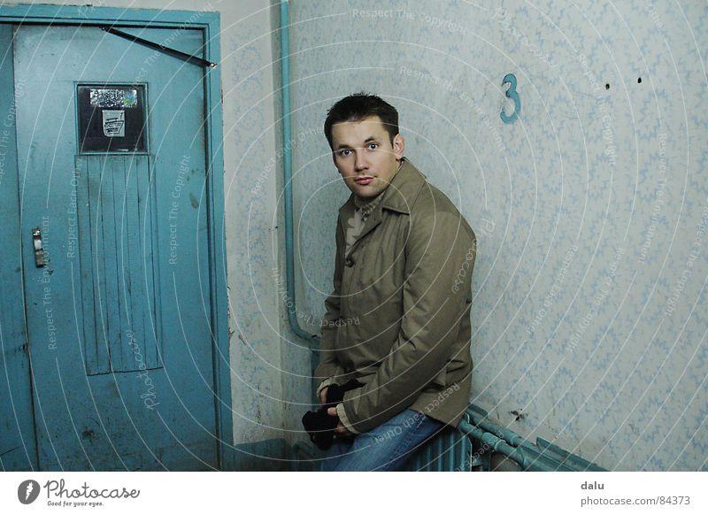 Plattenbau Osten Haus Flur Eingang Russland Tür Mensch