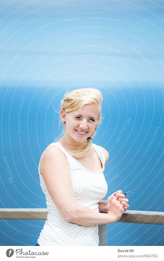 ausstrahlung Lifestyle Freude schön feminin Junge Frau Jugendliche 1 Mensch 18-30 Jahre Erwachsene Top blond langhaarig Zopf Blühend genießen Blick leuchten