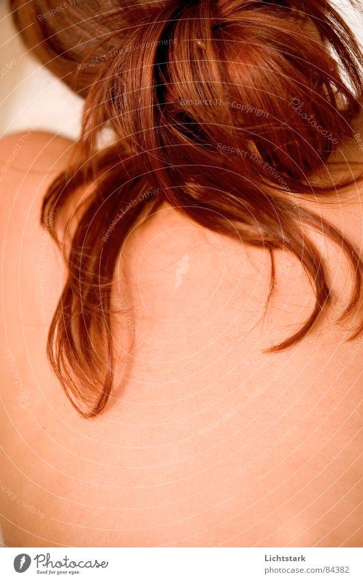 rot so rot Mensch Frau Ferien & Urlaub & Reisen rot Farbe Erwachsene feminin nackt Freiheit Haare & Frisuren Kopf Körper liegen Rücken Haut Vertrauen