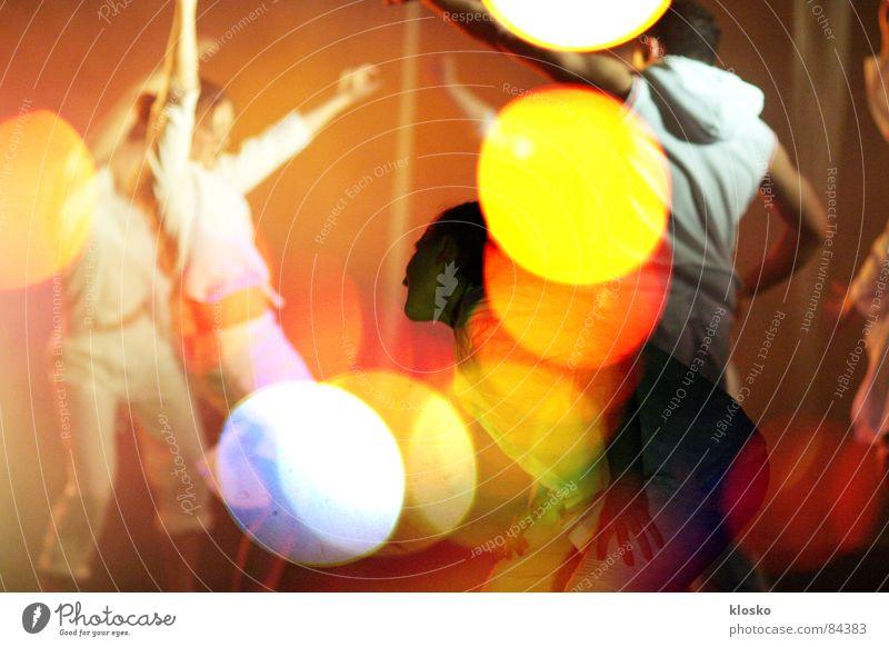 Dancing Disco Party Club ausgehen Nacht Show blenden Gefühle zappeln Tanzen Tanzlokal Lust Spaßvogel Freude Karneval Abschlussball Licht Abend Kind Dynamik