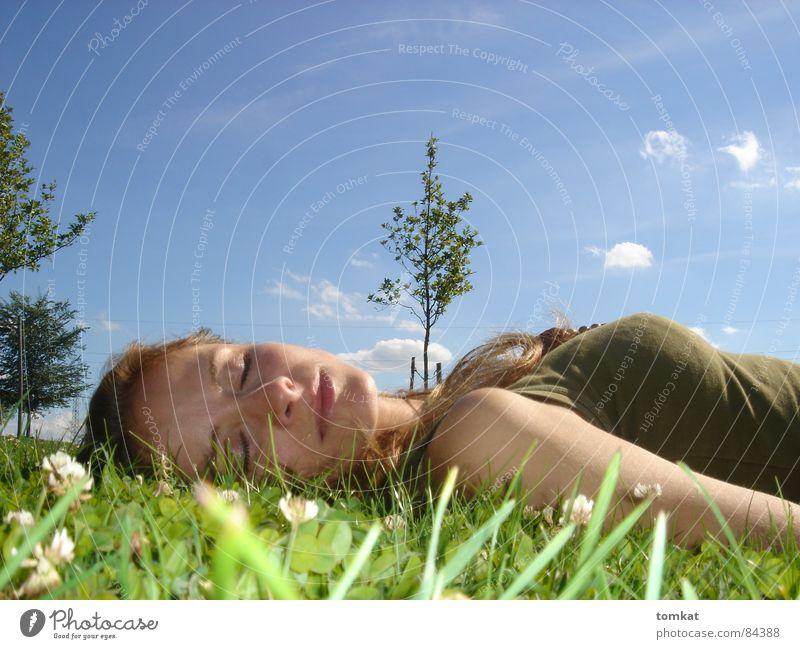 Tina im Bild Frau Himmel Natur grün schön Sommer Baum Blume ruhig Erholung Wiese Gras Glück Blüte Gesundheit liegen