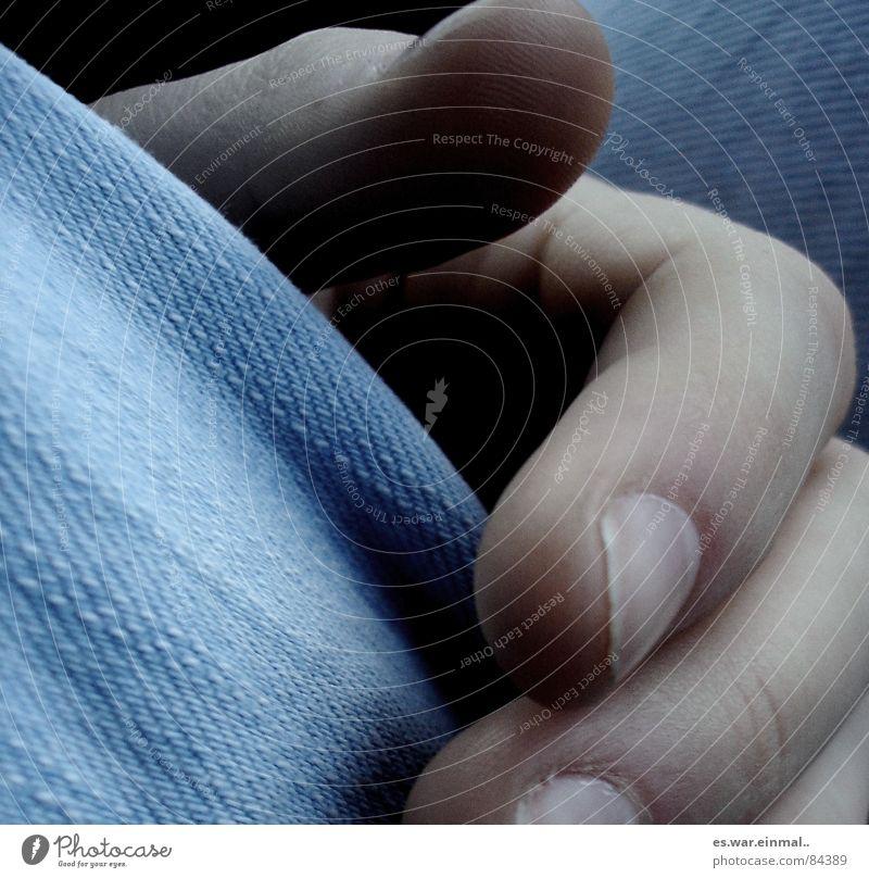 hand out my hand. Maniküre Zufriedenheit Hand Finger Hose Jeanshose trist beweglich verwundbar Fingernagel Daumen Zeigefinger Mittelfinger Intuition manuell
