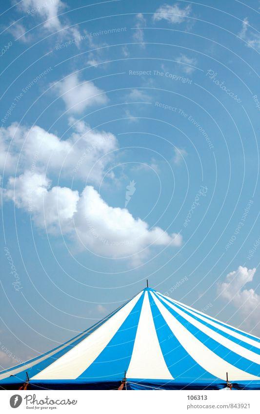 /|\ Menschenleer Haus Dach kalt Zelt Zeltplane Zeltlager Zelteingang Festspiele Musikfestival Veranstaltung Kultur himmelblau Himmel Wolkenloser Himmel
