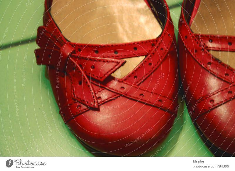 Oz-Pantoletten Schuhe rot violett rosa Schleife grün Frau feminin schön ästhetisch fließen gehen Schuhabsatz Damenschuhe Bekleidung Paris Schlussverkauf