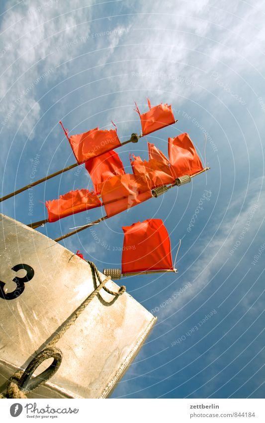 Boot Nr. 3 Erholung Ferien & Urlaub & Reisen Horizont Küste Mecklenburg-Vorpommern Meer Ostsee Strand Fahne Wind wehen flattern Fischereiwirtschaft