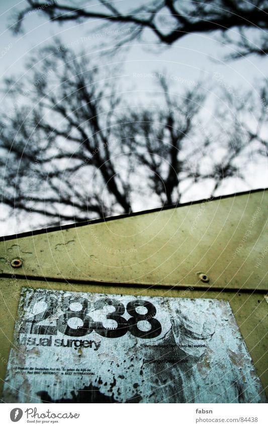 VISUAL SURGERY Himmel Baum 2 3 Ziffern & Zahlen Kasten obskur Zettel Baumstamm Etikett 8 Briefkasten Dienst Ranke Fass Niete