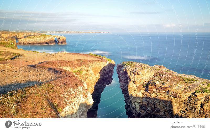 versteinert Natur Landschaft Wasser Himmel Wolken Horizont Sonnenlicht Sommer Wetter Schönes Wetter Felsen Küste Riff Meer blau braun Annäherung Klippe