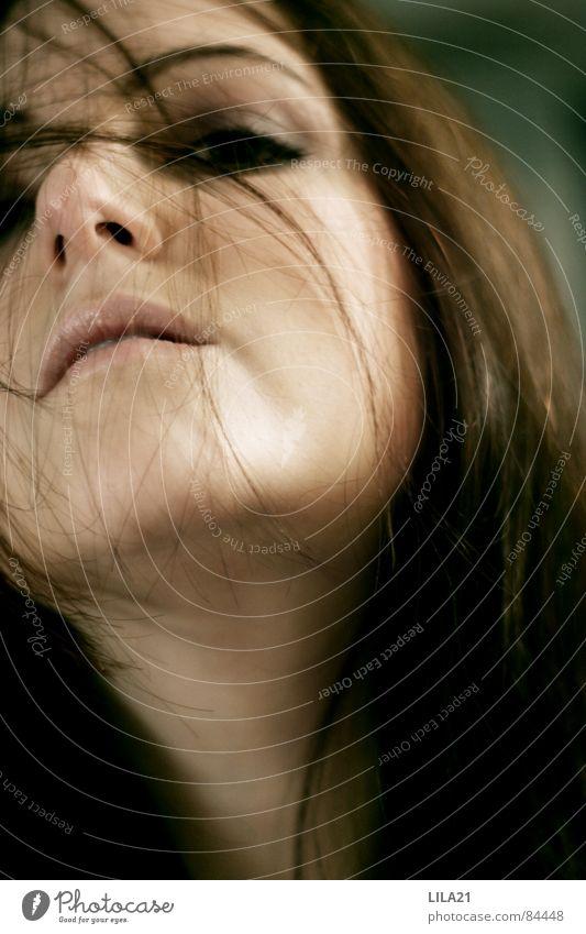 In dieser Sekunde Frau grün Freude Auge Bewegung Freiheit Haare & Frisuren Mund Wind Nase Sturm Selbstportrait Auslöser