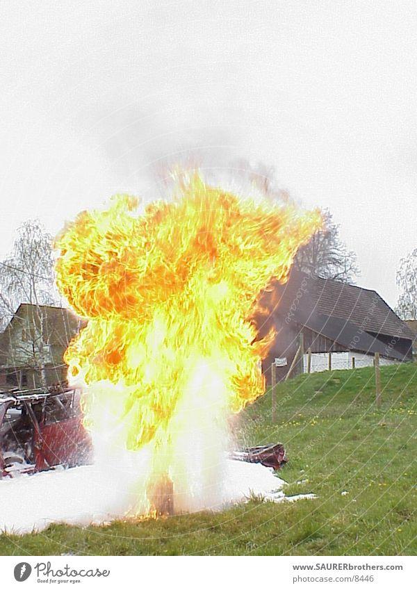 Fettexplosion heiß Physik Fototechnik Brand Flamme Wärme Gefahr in der Küche Vorführung bei der Entstehungsbrandbekämpfung Feuerwehr